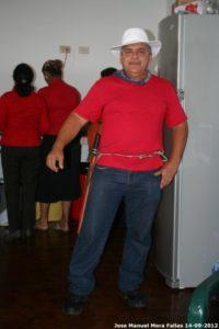 Walter Chavez Zuñiga, compañero del ACTo, haciendo gala de una vestimenta típica.